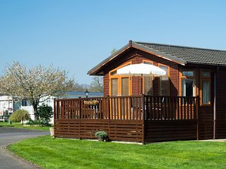 DAISY LODGE, open plan accommodation, decked area with furniture, in