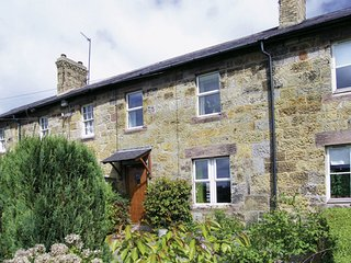 APPLE TREE COTTAGE, character holiday cottage, with a garden in Fenwick Near