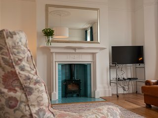 Magical Margate Townhouse, Sea Views, Sleeps 16, Flexible Accommodation