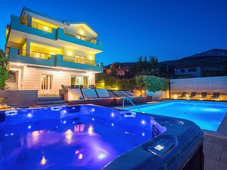NEW! Luxury VILLA LOVRIC heated pool, jacuzzi, sauna, private tavern, 8 person