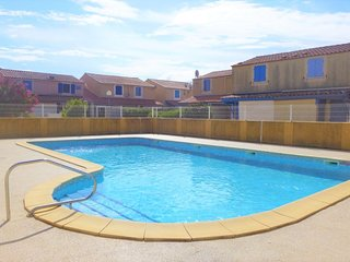 2 bedroom Villa with Pool, WiFi and Walk to Beach & Shops - 5050491
