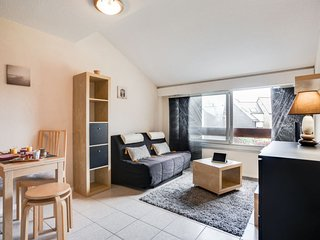 1 bedroom Apartment with WiFi and Walk to Beach & Shops - 5808134
