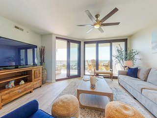 Waterfront condo w/ shared outdoor pool, hot tub, & tennis - beach access