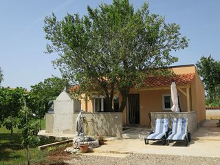 2 bedroom Villa with Air Con, WiFi and Walk to Beach & Shops - 5790410