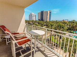 Comfortable and sleek home w/private balcony, wonderful Gulf views & more!