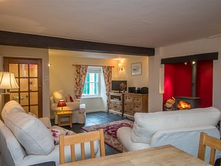 DC198 Cottage situated in Beaminster