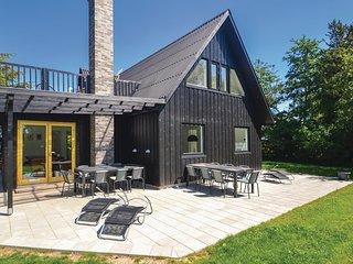 Beautiful home in Grenaa w/ Sauna, WiFi and 6 Bedrooms (D71002)