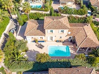 38182 3-bedroom villa, airco, heated pool 7 x 4 mtr. sea/centre at 130 mtr.