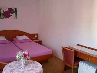 Rooms Milena - Double or Twin Room with External Private Bathroom