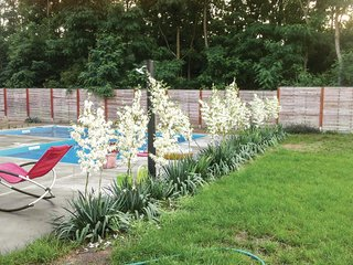 Awesome home in Cserkeszolo w/ Outdoor swimming pool and 5 Bedrooms
