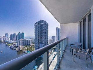 1BDR Suite with Great View 30th floor Beachwalk