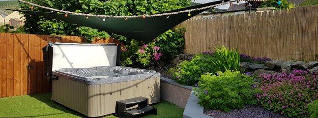 Il giardino e la vasca idromassaggio giugno 2019