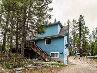 Spacious home w/ a full kitchen & views - near lakes, skiing, hiking, & biking!