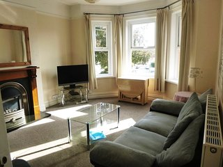 BOURNECOAST: PET FRIENDLY FLAT - SHORT WALK FROM WESTBOURNE & SANDY BEACH-FM6244