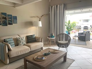 Charming duplex ocean front, 2mn walk to the beach & Pool!