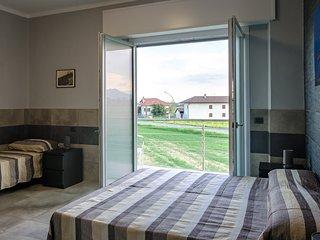 1 Camera tripla con bagno privato e vista sulle Alpi