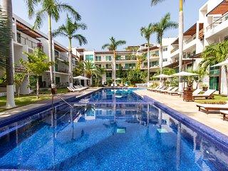 Colorful and Creative Modern Condo on Coco Beach - Via 38