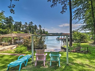 Pet-Friendly House w/ Dock on Lake Sinclair!