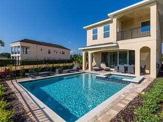 ★ Premier ★ 10 Guest Villa | 5 miles from Disney | Onsite Waterpark