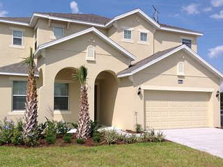 (2293-PROV) 6 Bed Lake View Golf Course Community
