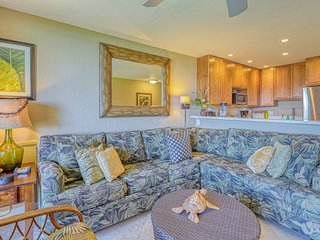 Waterfront condo w/ shared pool & ocean view - close to the beach