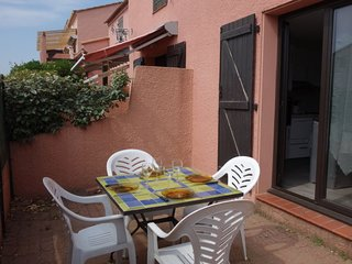 1 bedroom Villa with WiFi and Walk to Beach & Shops - 5808136