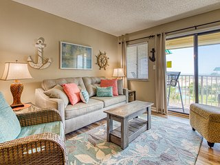 Condo w/ gulf view, near dining, beach, shared pools & hot tubs