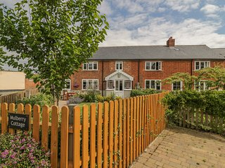 MULBERRY COTTAGE, semi-detached, private garden, off road parking, in Hadleigh