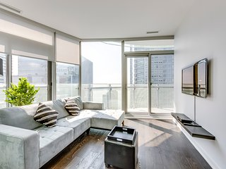 Elegant and Spacious High Rise Suite - Downtown
