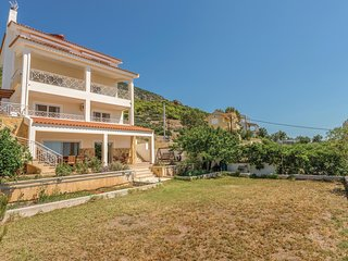 Amazing home in Kaki Thalassa Keratea w/ 3 Bedrooms (GAT194)