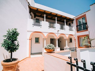 1 bedroom Apartment with Air Con, WiFi and Walk to Beach & Shops - 5808184
