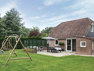 Nice home in Wolphaartsdijk w/ 3 Bedrooms