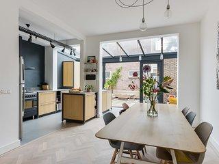 Gerrit Heesstraat Family Home (sleeps fam of 6)