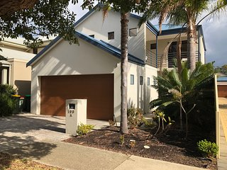 Large 3 Bedroom home, 2 mins from Scarborough,walk to cafes - Amazing Location