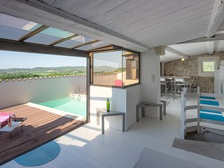 Spacious fort with rooftop pool and breathtaking views