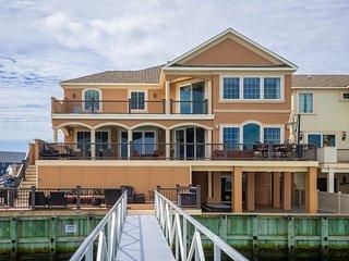 Bay Front mansion (6BD /7BA) w Hot tub, huge decks and game room