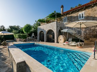 House Kočan-Four Bedroom Villa with Terrace and Swimming Pool