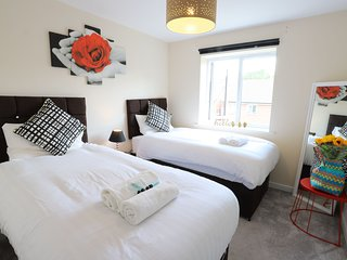 Birmingham Airport/NEC Beauty Homebase for 7 people