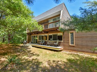 #201: Central yet secluded location, architectural modern home, 5 mins to beach!