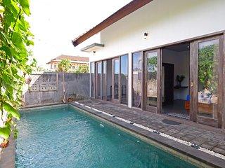 2BR Villa Prvte Pool, Garden near Canggu, Seminyak
