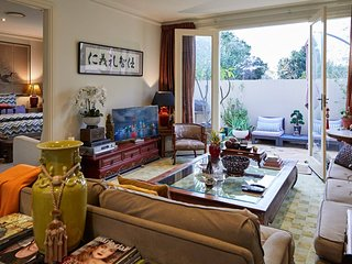 Eclectic 2 bed/2 bath in Armadale with parking