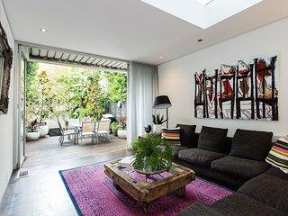Luxury 3 Bed Terrace House Close to Sydney CBD