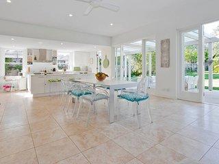 Sunny Spectacular Vaucluse Home!