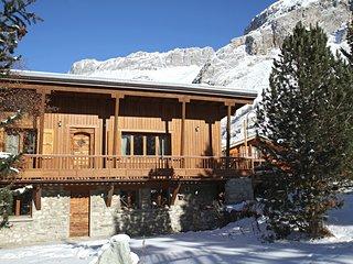 Espace Ouvert avec un Home Cinéma + Cuve Thermal Privée | Skiez en France!