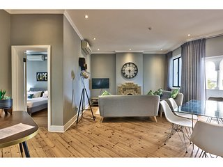 A Stylish 2 Bedroom Apartment in the Heart of Green Point