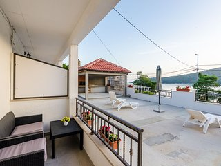 Mata Family Apartments - One Bedroom Apartment with Terrace and Sea View