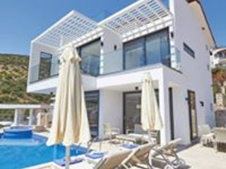 Villa Resital - 4 bedrooms with Infinity Pool+Jacuzzi and Sea Views