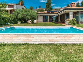 Amazing home in Portoroz w/ WiFi, Outdoor swimming pool and 3 Bedrooms (SCR300)