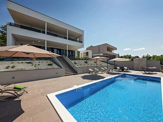 4 bedroom Villa with Pool, Air Con and WiFi - 5807050