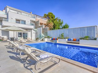 6 bedroom Villa with Pool, Air Con and WiFi - 5808304